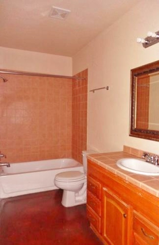 Bathtubs in all bathrooms